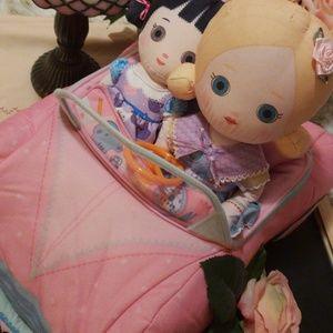 Mooshka sister duo w/soft carmagia